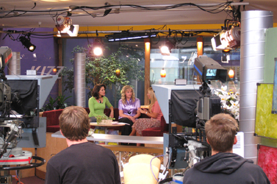 kjzz-vanessa-laura-julie-on-set-7-08-400pix.jpg