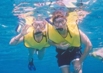 snorkeling-underwater-Kevin-Laura-350pix